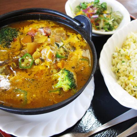 カレーアイランド北海道スタンプラリー レストラン メープル 森の恵みしむかっぷ村山菜カレー