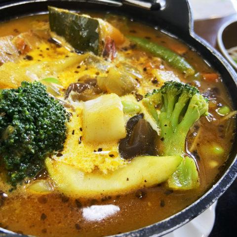 カレーアイランド北海道スタンプラリー レストランメープル 森の恵みしむかっぷ村山菜カレー